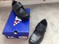 boys / gents shoes size 5 brand new in box