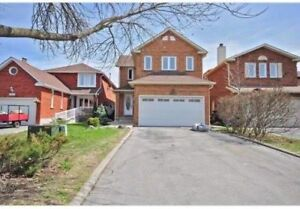 LARGE Beautiful BEDROOM available now in house Sq1 Erin Mills