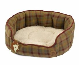 Brand New Pet Face Luxury Country Check Oval Dog Bed Fleece Basket with Faux Sheepskin Cushion (Lrg)