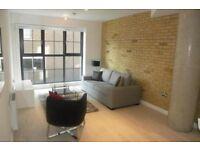 Studio flat in Plumbers Row, London