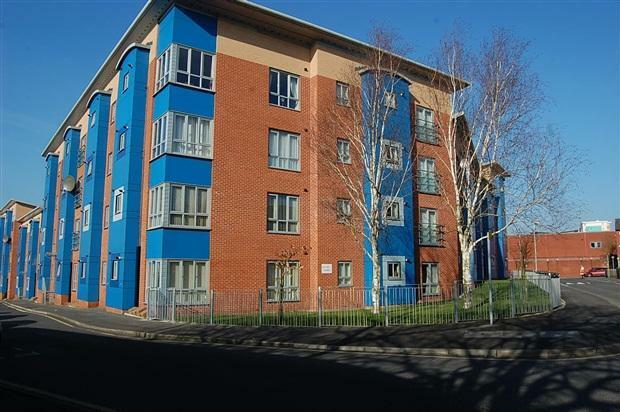 2 DOUBLE BED FLAT*NO FEES! FURNISHED*£90 EACH PER WEEK*NR UCLAN *RESTAURANTS *SUIT SHARERS * NO FEES
