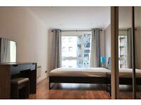 2 bedroom flat in Boardwalk Place, London, E14