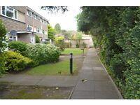 "Modern Well Presented Split Level Flat located in ""The Fairways"" Isleowrth"