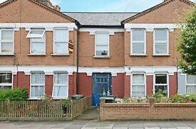 3 bedroom flat in Granville Road, London, N22