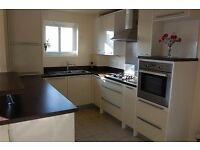 2 BED FLAT FULLY FURNISHED *DEPOSIT £200 pp *NO FEES*NO AGENTS*PRIVATE* SHORT WALK TOWN /BR STATION