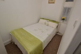 1 bedroom flat to let in Bolton Lancs £100 a week suit profes