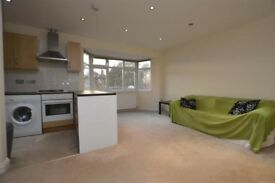 **STUNNING SPLIT LEVEL 2 BED FLAT IN COLINDALE!! BE QUICK AVAILABLE NOW!