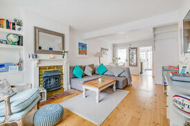 2 bedroom house in Queens Road, London , SW14
