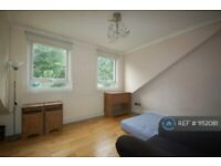 2 bedroom flat in Athena Court, London, N15 (2 bed) (#1152081)