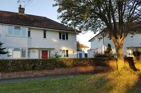 2 bedroom flat in Hornbeam Road, Reigate, RH2