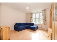 2 bedroom flat in Camden Park Road, London, NW1