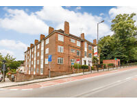 2 bedroom flat in Risborough Close, Muswell Hill, N10