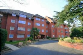 2 bedroom flat in Canford Cliffs, BH13