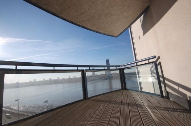 STUNNING RIVER VIEWS 3 BED APARTMENT WITH CONCIERGE AND GYM IN CANARY WHARF E14