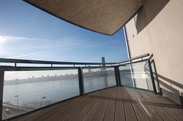 STUNNING DIRECT RIVER VIEWS 1 BEDROOM APARTMENT IN CANARY WHARF E14 GATED DEVELOPMENT GYM,CONCIERGE