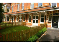 2 bedroom luxury flat unfurnished, 2 bath, garden, rear courtyard. Three minutes sea-front & shops.