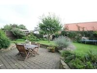 Large 5 bedroom country home to share, all amenities/bills included, double en suite available.
