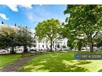 3 bedroom flat in Grafton Square, London, SW4 (3 bed)