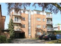 Spacious 2 bed 2 bath property in a perfect location in Beckenham. Access to parking and garden.