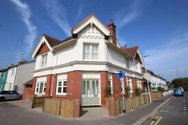 Lovely large FF unfurnished 1 bed flat in Worthing - £625 p.m.