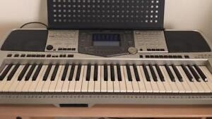 Yamaha PSR-2000 61-Key Keyboard