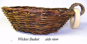 Wicker basket, 21.5 cm wide, 24.7 long, 8 cm high, handle & ring