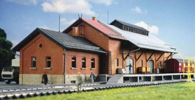 Kibri 39462 Güterhalle mit Lademaß und Freiladerampe in Münchberg bei Ho