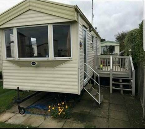 STATIC CARAVAN FOR SALE. DECKING, SEA VIEW & 2018 SITE FEES INCLUDED. NORFOLK COAST. GT YARMOUTH.
