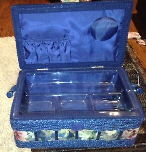 Excellent condition sewing basket for sale London Ontario image 2