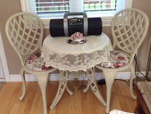Gorgeous 3 piece Bistro table and chair set