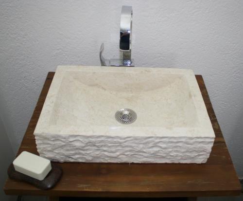 aufsatz waschbecken tisch waschtische becken ebay. Black Bedroom Furniture Sets. Home Design Ideas
