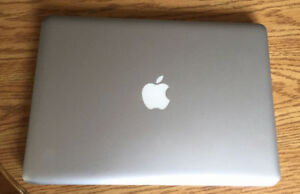 "Apple MacBook Pro 13"" 2.3 GHz Intel core i5/8GB/250GB SSD"