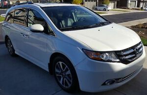 2014 Honda Odyssey TOURING minivan, very LOW KMs only 23K