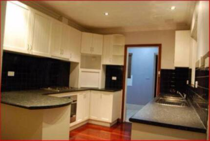 Huge House for Rent Nxt to School/Train stn,Shopping at Beckenham