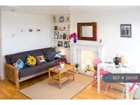 Studio flat in Deeley Road, London, SW8