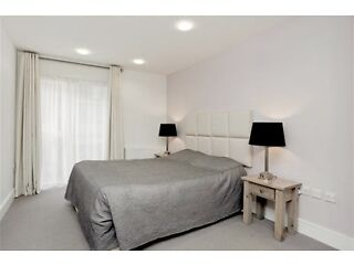A stunning 2 Double bed,2 bathroom apartment 5 mins walk to St james park station- Bills INCL-SW1  Picture 6