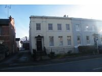 2-bed, 2-Bath flat to rent in central Cheltenham with off-road parking