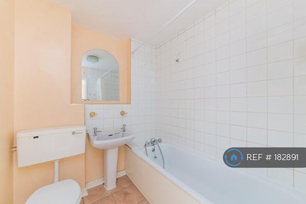 1 bedroom flat in Talbot Road, London, W2 (1 bed)
