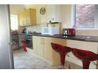 A single room available in a beautiful Wolverhampton House Share 5 minutes from New Cross Hospital!