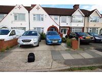 4 bedroom house in Clevedon Gardens, HOUNSLOW, TW5