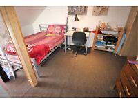 Studio flat in Hibernia Gardens, HOUNSLOW, TW3