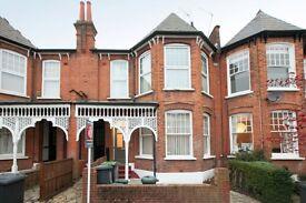 3 bedroom flat in Hillfield Park, London, N10