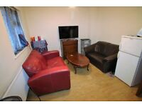 1 bedroom flat in MEADOW CLOSE, HOUNSLOW, TW4