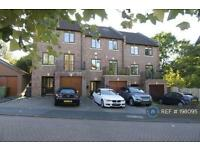 5 bedroom house in Stonyhurst Crescent, Culcheth, WA3 (5 bed)