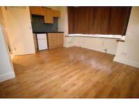 Studio flat in Whitton Road, HOUNSLOW, TW3