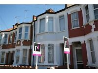 An absolutely stunning 4 bed house with separate lounge with private garden in Willesden