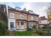 2 bedroom flat in King Charles Road, Surbiton, KT5