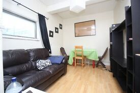 1 bedroom flat in HIGH ROAD, Leyton, E10