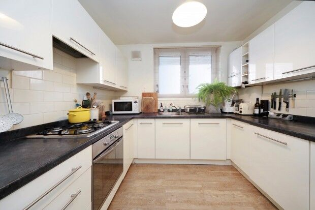 3 bedroom flat in Sewardstone Road, London, E2