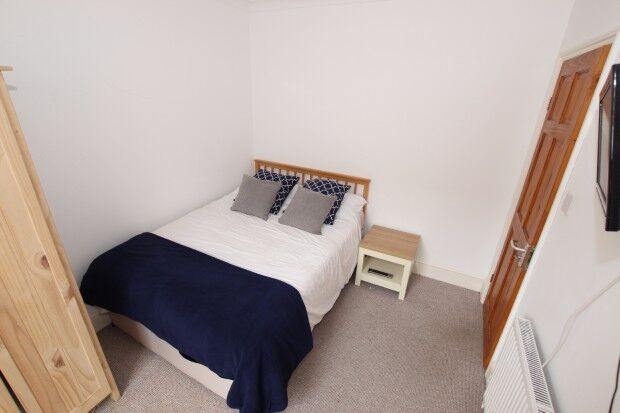 1 bedroom in Swansea Road - Room 1, Reading, RG1